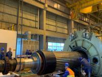 发电分公司#2机组发电机抽转子一次成功