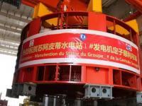 苏阿皮蒂1#机组发电机定子吊装成功